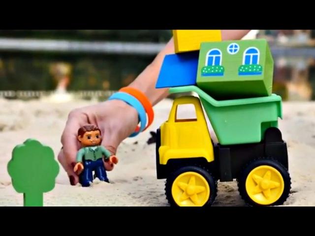 Dessin animé des jeux de sable. Construction 🚛 d'une VILLE DANS LE SABLE Figurines Playmobile