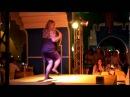 Пьяная баба танцует на отдыхе