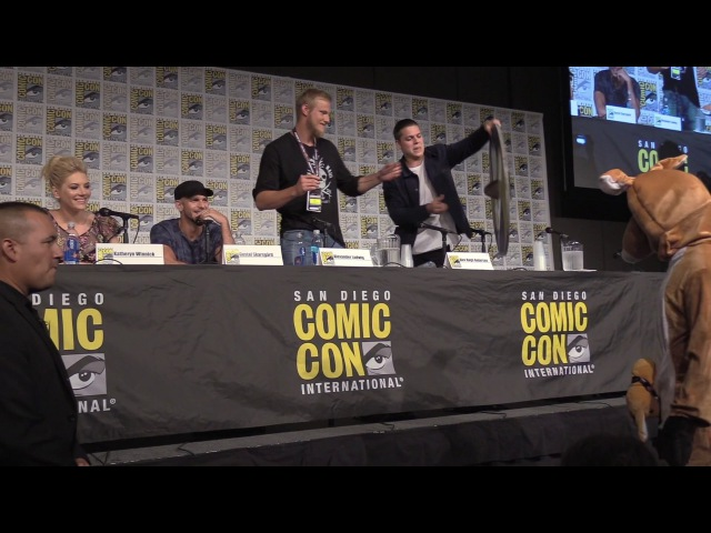 HYSTERICAL Vikings San Diego Comic Con PRANK! Travis Fimmel Makes A SURPRISE Appearance