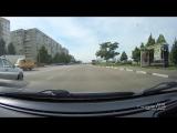 наши милые девушки за рулем))) по сторонам и зеркалам смотреть не обязательно)))