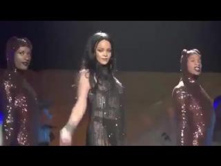 Рианна танцует под Бритни Спирс