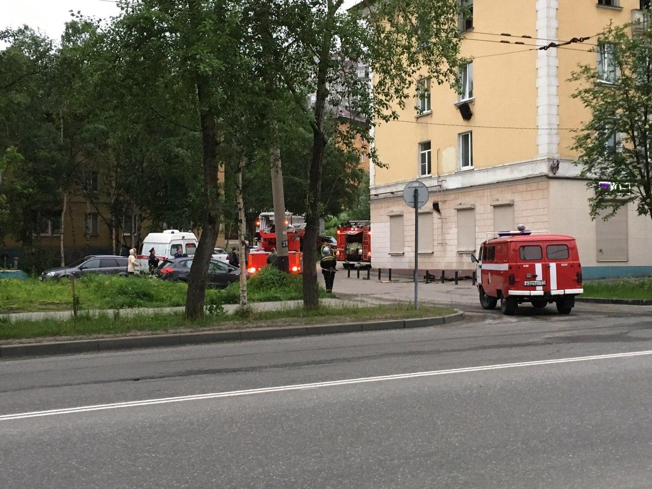 Ночью в Мурманске на проспекте Ленина горели квартира и машина