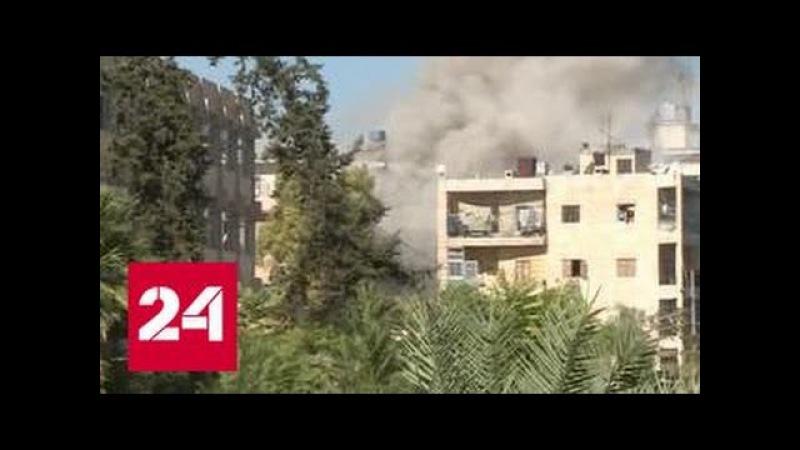 Российские военные под огнем боевиков спасли из осажденного Алеппо женщин и детей