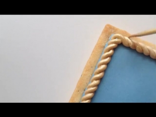 How To Make A Gold Rope Border On A Sugar Cookie Using Royal Icing
