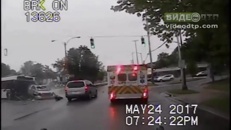 Video shows Pontiac slamming into city bus | ДТП авария