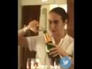 В первом классе Emirates недопитое шампанское сливают обратно в бутылку