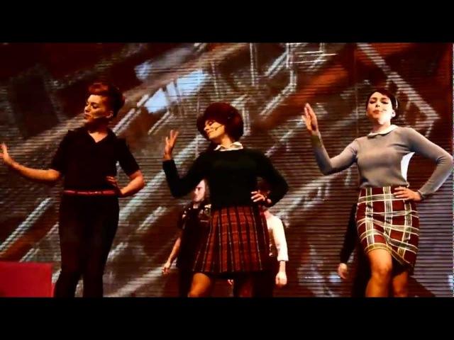 Salut Les Copains le spectacle musical - Laisse tomber les filles Blablabla