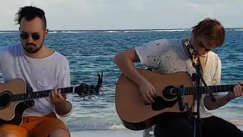 17 января 2017; Heffron Drive исполнили песню Happy Mistakes в Канкуне, Мексика