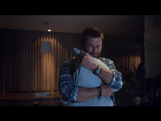 Foxtel Make it Yours TV ad starring Chris Hemsworth- Cry