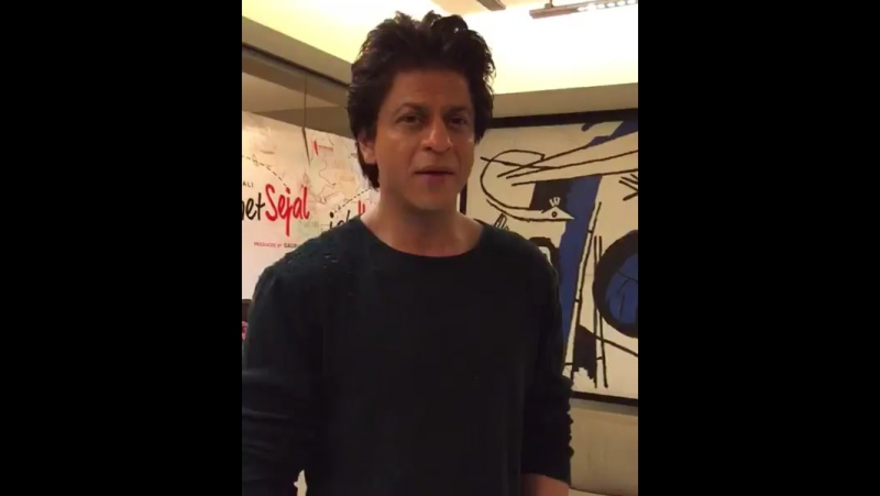 Jab Harry Met Sejal promotion Shah Rukh Khan an interview Jaa TV with Journalist Abe Jaa at Mannat, Bandra, Mumbai
