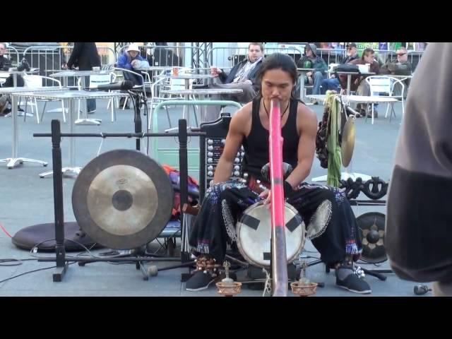 Shibaten - Amazing Didgeridoo Busker 4/4 - Toronto Dundas Square - Nov 2009