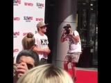 HeyUGuys - Zac Efron Baywatchmovie #SlowMoChallenge - Red Carpet