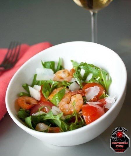 Салат из руколы, креветок и помидорок-черри  235 калорий, жиры 6 г белки 23,5 г углеводы 8г  Ориентировочное время п...