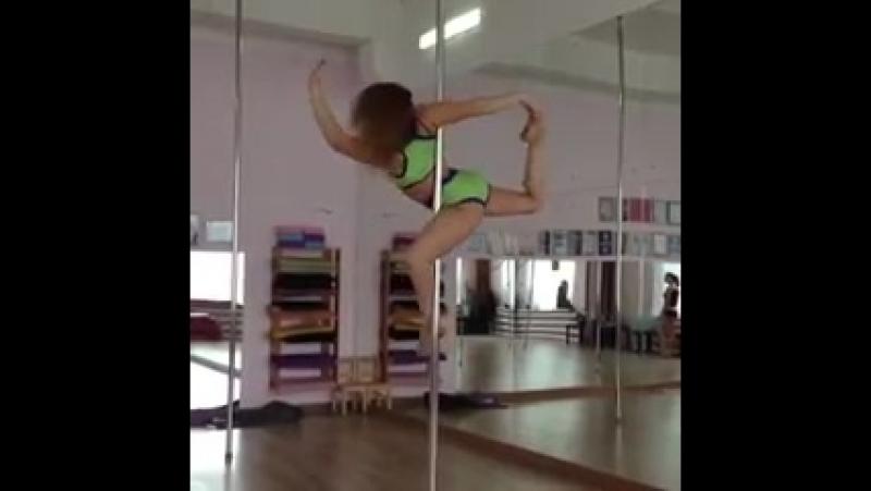 Трюк Балерина на крутяшке - 240p
