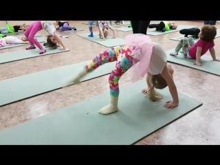 Детская гимнастика, акробатика в школе танца