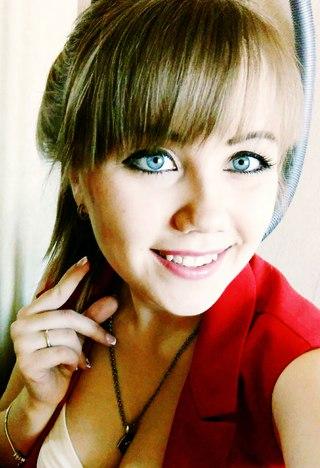 скин голая девушка синими глазами