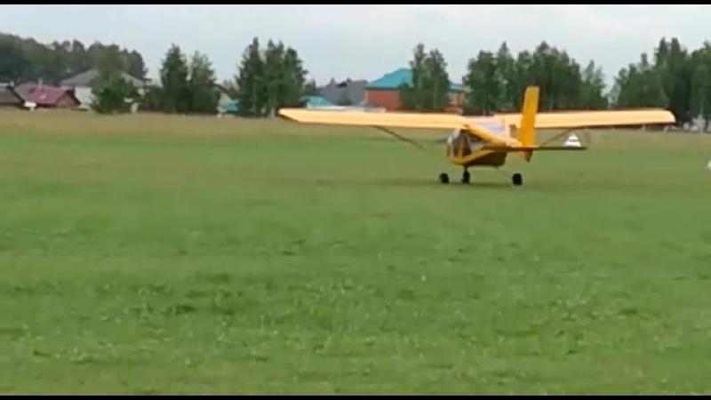 Кадеты 10 Б эскадрильи САКК на плановых полетах. Взлет.
