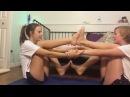 Девочки гимнастки . хорошая растяжка.