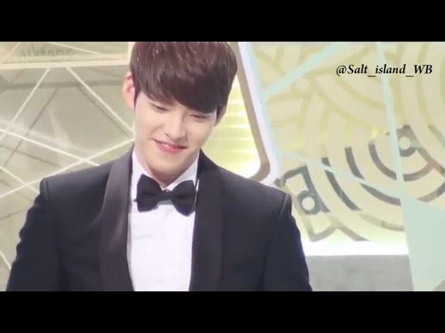 [SBS Awards 2013] Kim Woobins reaction to Lee Jongsuk Lee Boyoung kiss scene