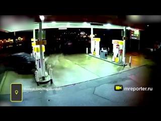 Nissan протаранил бензоколонку и вызвал взрыв на АЗС в Сиэтле