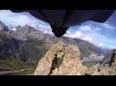 Бейсджампинг пролетел через двухметровую дыру в скале
