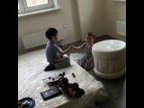 Юлия Салибекова учит своих сыновей, как нужно мириться