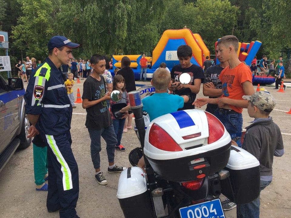 Особый интерес у ребят вызвала площадка по безопасности дорожного движения