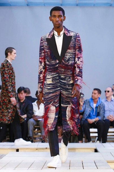 Alexander McQueen Adds an Array of Patterns to Its 2018 Spring/Summer