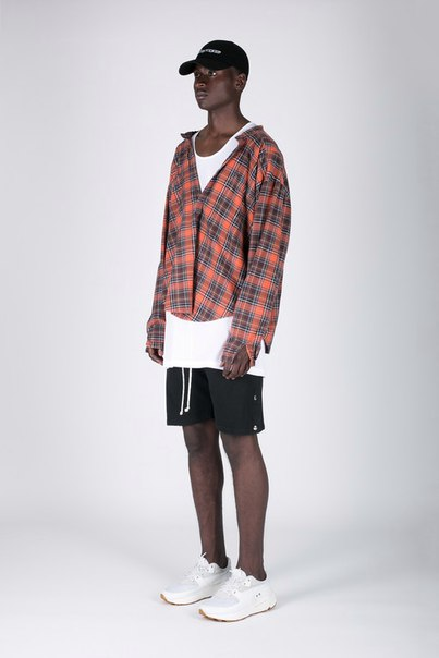 NID de GUÊPES Channels the Look of the Early 2000s for Its Season 7 Re