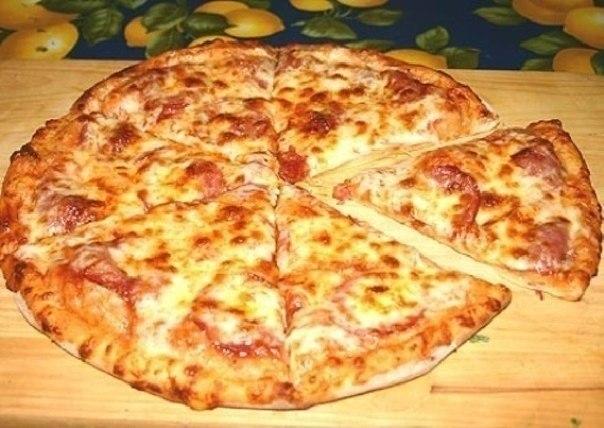 Пицца очень быстрая Ингредиенты: -0,5 л. кефира, -2 яйца, -2 столовые