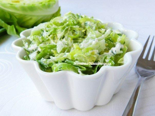 Салат из свежей капусты и огурцов с