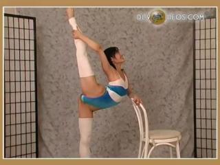 Красивая и пластичная балерина