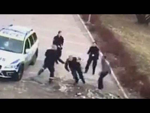 5 Swedish Cops FAIL to Arrest 1 Refugee