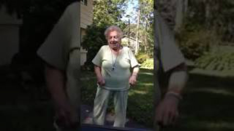 Se hvordan «Dancing Nana» reagerer når denne sangen spilles. - Jeg kunne danset hele jævla tida