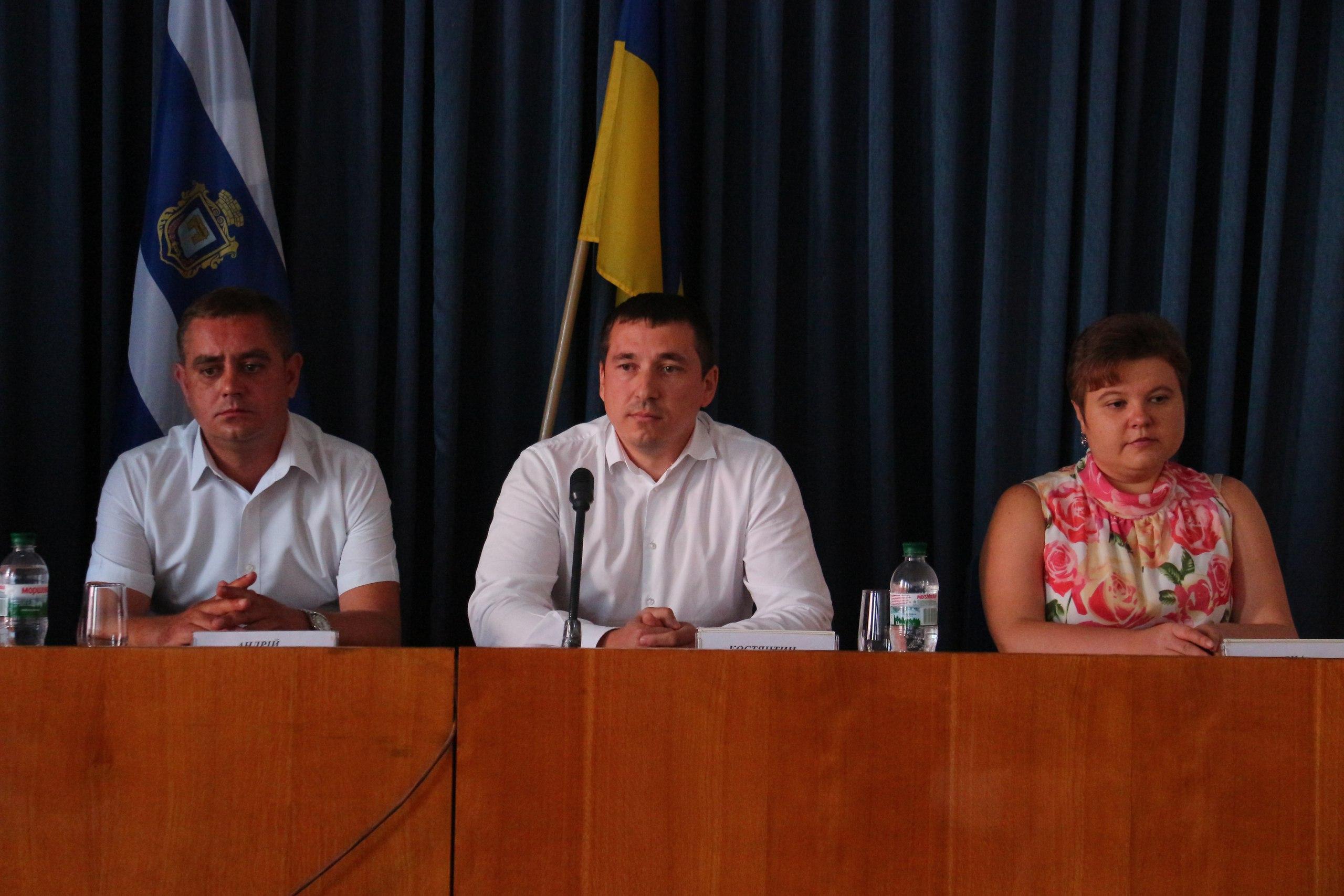 Константин Хутковский поздравил нотариусов с их профессиональным праздником