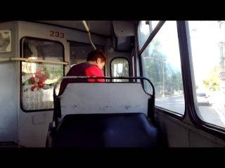 Кондуктор курит в троллейбусе в г.Тирасполе