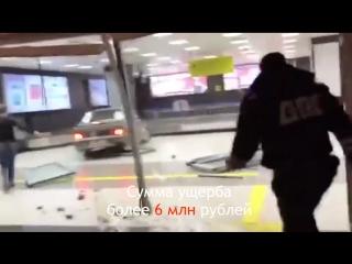Как экс-полицейский на ВАЗ-2115 Казанский аэропорт раскурочил