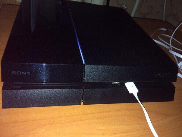 #Техника@bankakomi Продам PS4 в отличном состоянии,+2 геймпада,подста