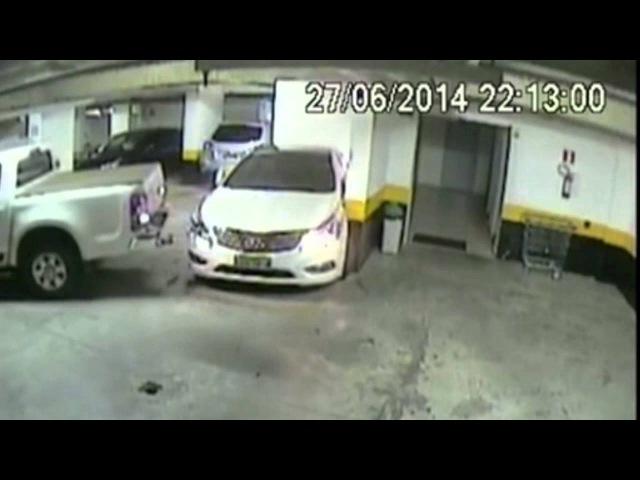 Homem bate de propósito em carro de vizinho estacionado em condomínio