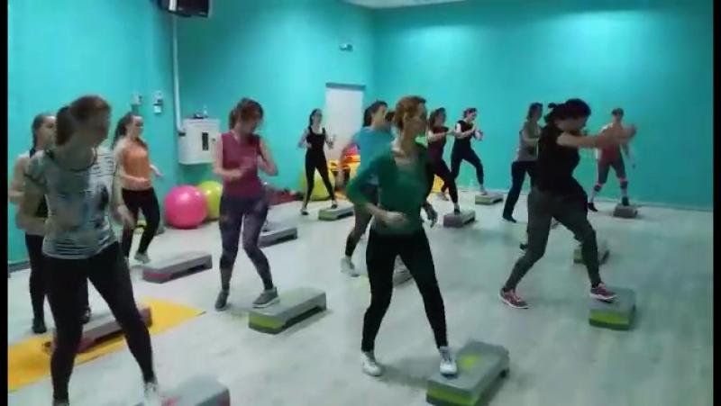 відео Олімп Перше тренування після святстеп-аеробіка