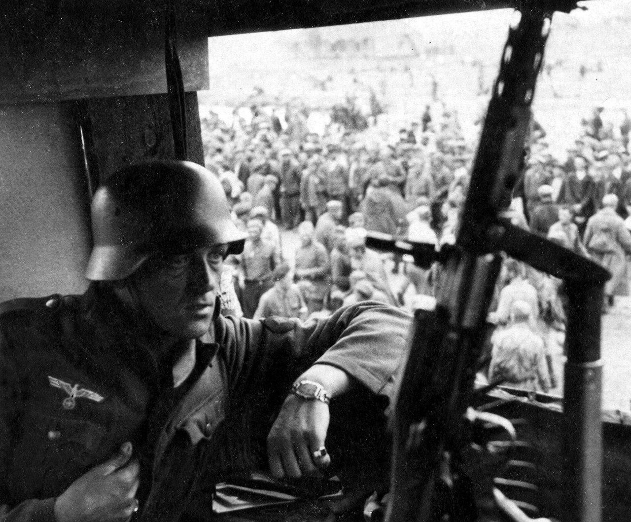 вид с пулеметной вышки лагеря для военнопленных.