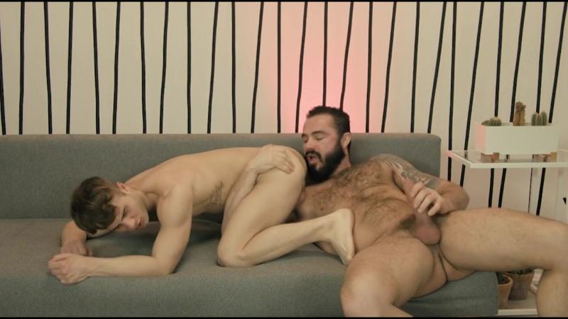 сынагея русски и гея накаченного по папы видео секс