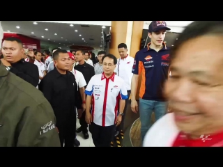 01 - Marquez and Pedrosa visit Astra Honda factory and dealers a9.mp4