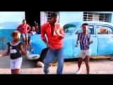 Dancing Salsa En La Callej