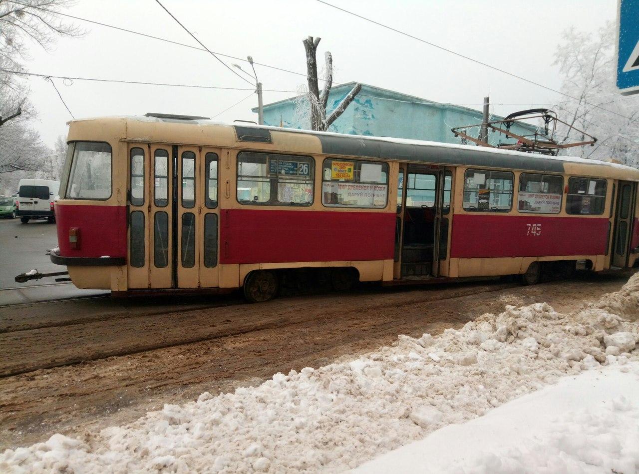 В Харькове трамвай съехал с рельсов (ФОТО)
