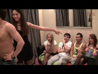видео про секс вечеринки с накаченными парнями
