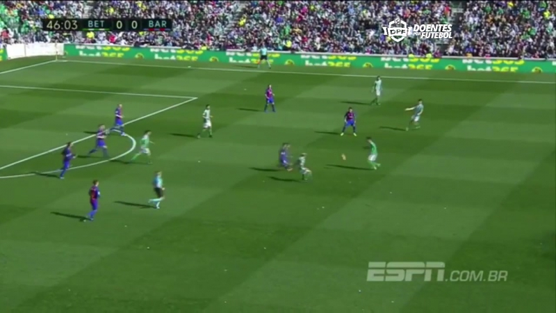 Petros dá lindo chapéu em Messi