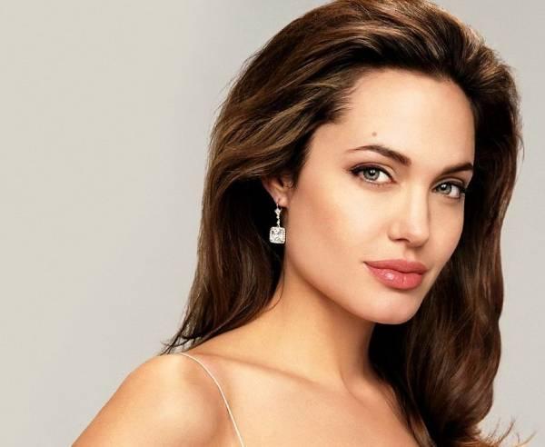 Анджелина Джоли раскрыла секреты своей красоты