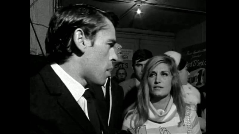 Dalida et Brel dans le couloir des loges de L'Olympia (Oct. 66)