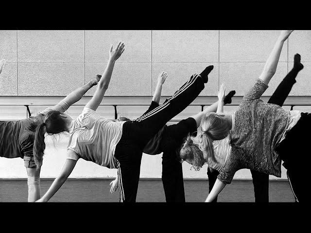 Contemporary floor work dance class by Lorenzo Koppenaal